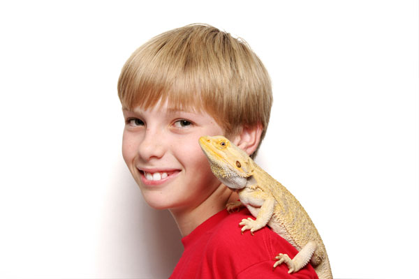 kid with bearded dragon